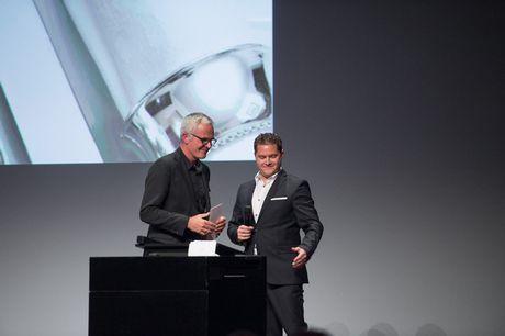 David Spielhofer, président de l'ASC, remercie le directeur sortant, Andreas Hauri. (dgàd: Andreas Hauri, David Spielhofer)